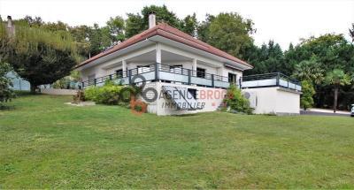 Vente maison Morlaas • <span class='offer-area-number'>240</span> m² environ • <span class='offer-rooms-number'>6</span> pièces