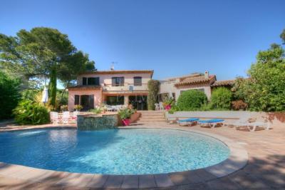 Vente villa St Raphael • <span class='offer-area-number'>180</span> m² environ • <span class='offer-rooms-number'>8</span> pièces
