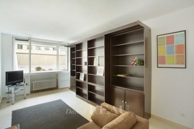 Appartement Paris 08 • <span class='offer-area-number'>36</span> m² environ • <span class='offer-rooms-number'>1</span> pièce