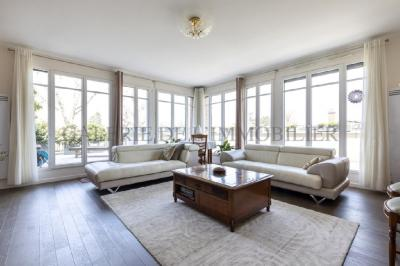 Appartement Garches • <span class='offer-area-number'>128</span> m² environ • <span class='offer-rooms-number'>5</span> pièces