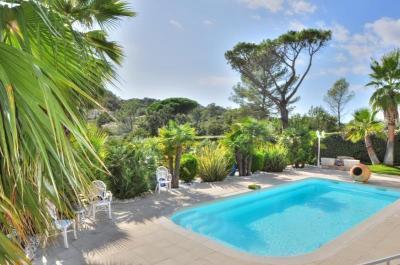 Villa St Raphael • <span class='offer-area-number'>170</span> m² environ • <span class='offer-rooms-number'>7</span> pièces