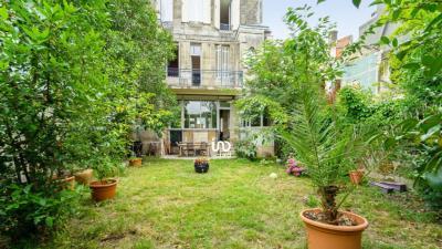 Vente maison Bordeaux • <span class='offer-area-number'>218</span> m² environ • <span class='offer-rooms-number'>7</span> pièces