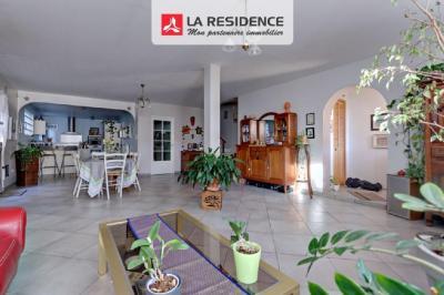 Vente maison Beauchamp • <span class='offer-area-number'>213</span> m² environ • <span class='offer-rooms-number'>7</span> pièces