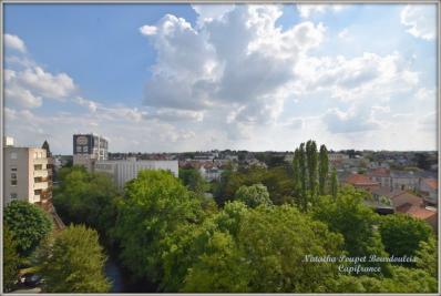 Appartement Cholet • <span class='offer-area-number'>158</span> m² environ • <span class='offer-rooms-number'>7</span> pièces