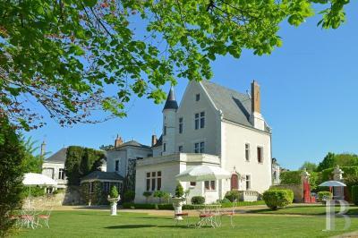 Achat château Tours • <span class='offer-area-number'>765</span> m² environ • <span class='offer-rooms-number'>15</span> pièces