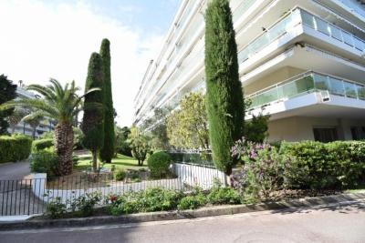 Vente appartement Cannes • <span class='offer-area-number'>65</span> m² environ • <span class='offer-rooms-number'>3</span> pièces