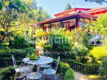 Vente villa St Jean de Luz • <span class='offer-area-number'>450</span> m² environ • <span class='offer-rooms-number'>12</span> pièces