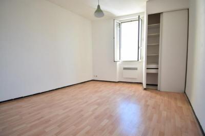 Appartement Toulon • <span class='offer-area-number'>40</span> m² environ • <span class='offer-rooms-number'>2</span> pièces