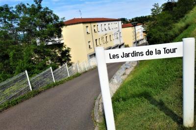 Appartement La Tour en Jarez • <span class='offer-area-number'>74</span> m² environ • <span class='offer-rooms-number'>3</span> pièces