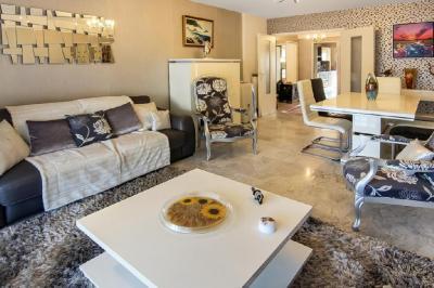 Appartement Cannes • <span class='offer-area-number'>73</span> m² environ • <span class='offer-rooms-number'>3</span> pièces