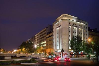 Vente commerce Neuilly sur Seine • <span class='offer-area-number'>100</span> m² environ