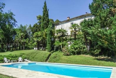 Château St Ambroix • <span class='offer-area-number'>800</span> m² environ • <span class='offer-rooms-number'>23</span> pièces