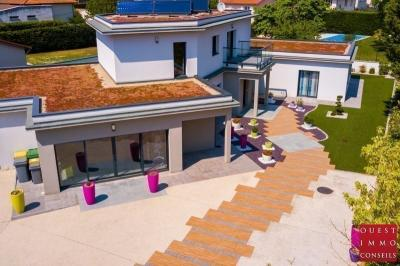 Vente villa Ecully • <span class='offer-area-number'>328</span> m² environ • <span class='offer-rooms-number'>8</span> pièces
