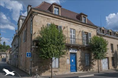 Vente maison Sarlat la Caneda • <span class='offer-area-number'>190</span> m² environ • <span class='offer-rooms-number'>8</span> pièces