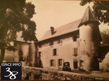 Vente château Grenoble • <span class='offer-area-number'>1 100</span> m² environ • <span class='offer-rooms-number'>34</span> pièces