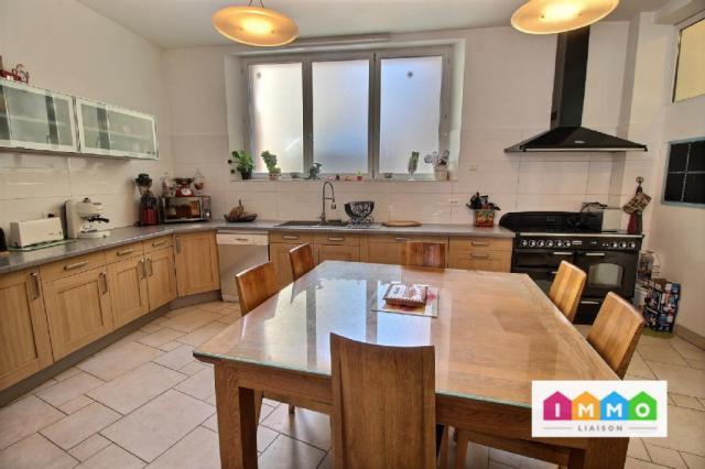 Maison - 320 m² environ - 7 pièce(s)