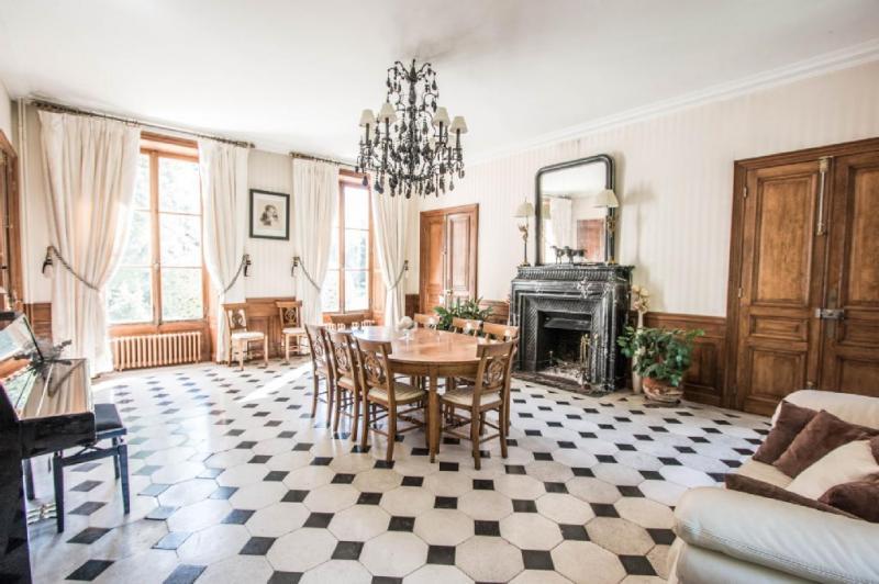 Propriété Esbly • 800 m² environ • 20 pièces