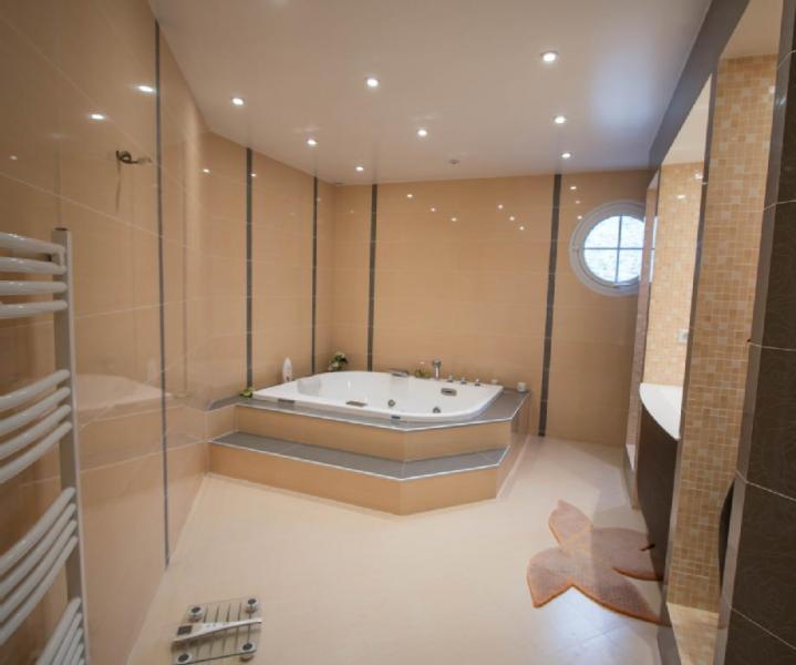 Propriété Bussy St Georges • 550 m² environ • 13 pièces