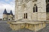 La cathédrale Saint-Pierre de Beauvais possède le plus haut choeur au monde. Elle serait la plus grande cathédrale gothique de France devant celle d'Amiens.